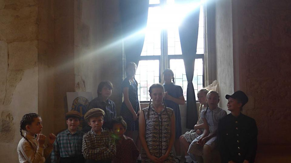 Dům u kamenného zvonu - svatozář.jpg